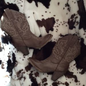 Cowboy boots, Rue 21 like new. Size says 8-9..